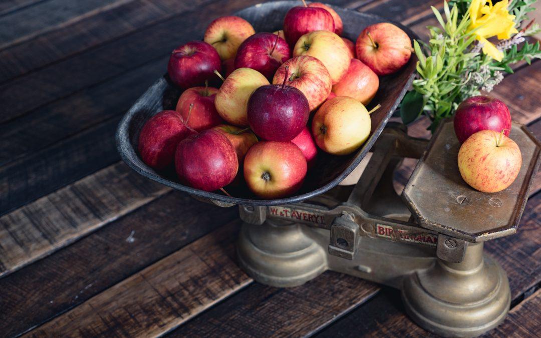 Mărul putred le strică și pe cele bune