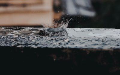 Picătura mică găurește piatra tare
